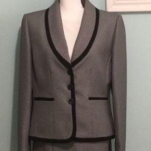 Tahari- Black & White 2 pc. Skirt Suit